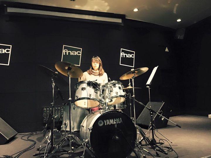 Demonstração de bateria programa rockschool Fnac Colombo Baterista a tocar 1
