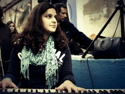 """Left Outside Alone"" Anastasia ""Left Outside Alone"" Anastasia Rita Ambrosino Aluna de Piano 1"