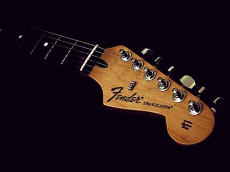 fender stratocaster x ibanez rg: qual a mais versátil? Revista Guitar Player – Fender Stratocaster X Ibanez RG: qual a mais versátil? Fender Stratocaster 1